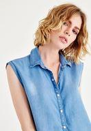 Bayan Mavi Düğmeli Kolsuz Bluz