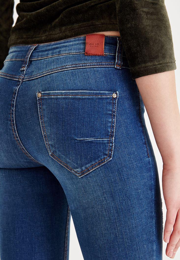 Bayan Lacivert Orta Bel Dar Paça Yırtık Detaylı Denim Pantolon