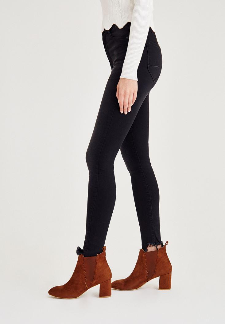 Siyah Asimetrik Paça Detaylı Yüksek Bel Jean
