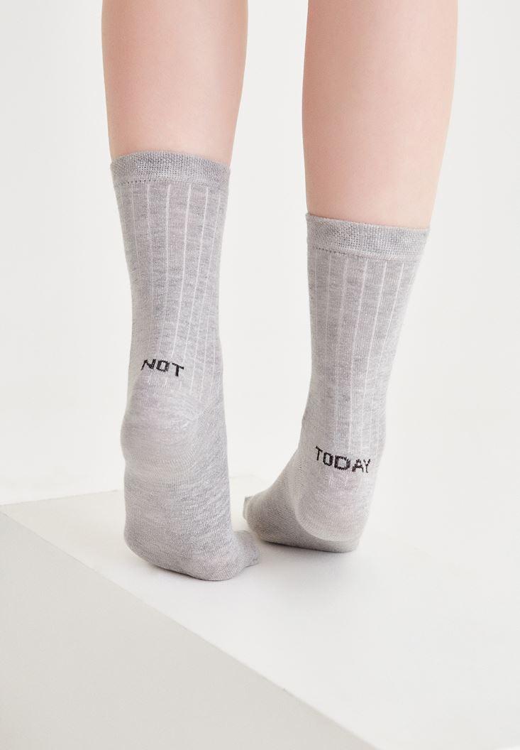Gri Arkası Slogan Detaylı Çorap