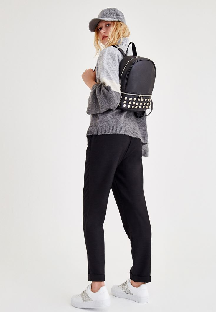 Gri Triko ve Siyah Pantolon Kombini