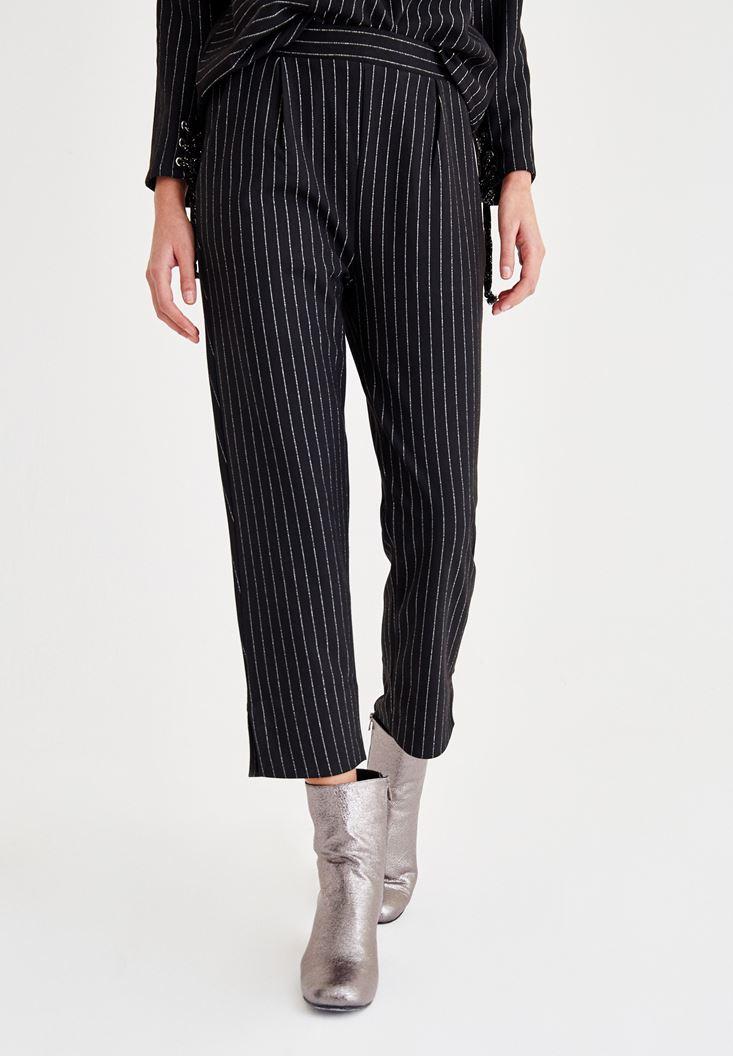 Siyah Çizgi Detaylı Pantolon
