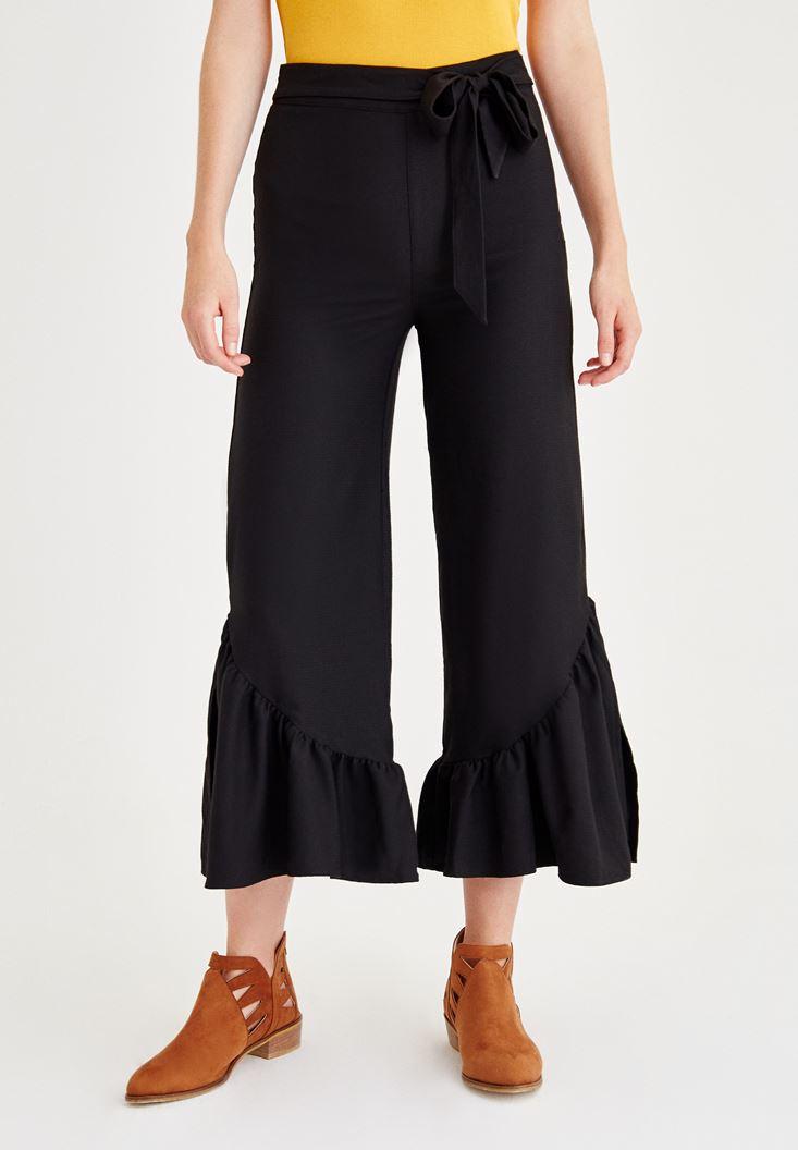 Siyah Paçası Pili Detaylı Pantolon