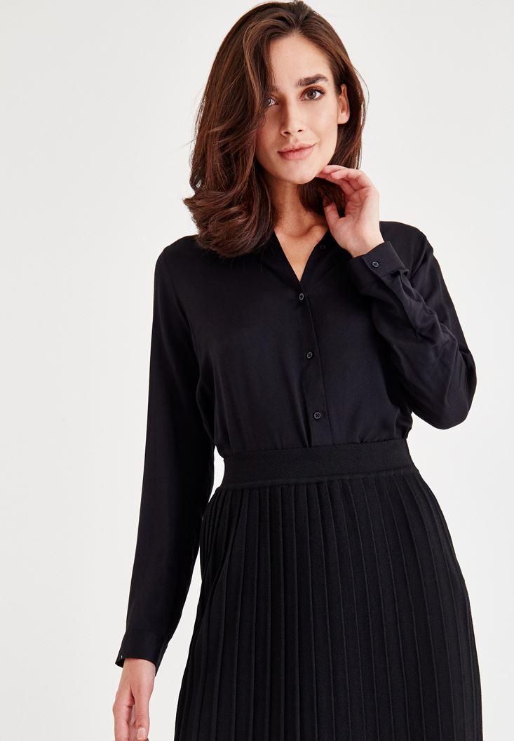 Bayan Siyah Yırtmaç Detaylı Gömlek