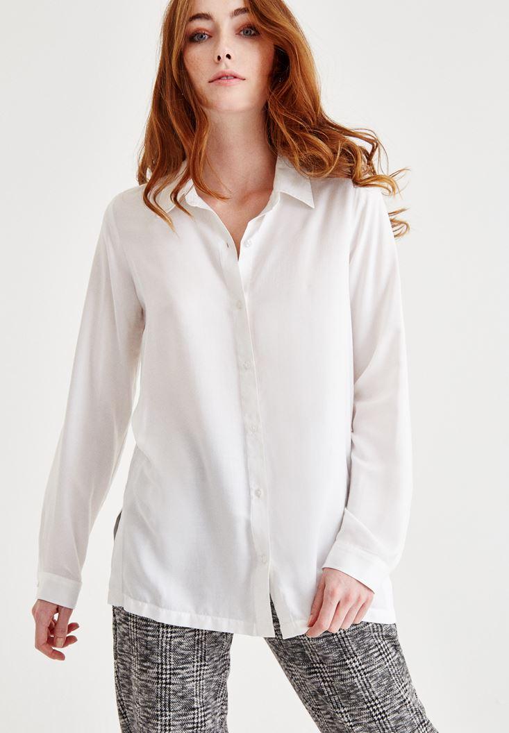 Krem Yırtmaç Detaylı Gömlek