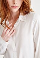 Bayan Krem Yırtmaç Detaylı Gömlek