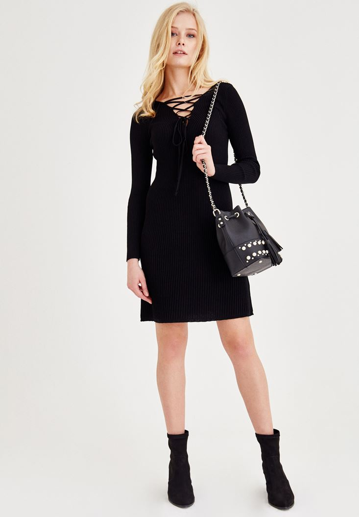Siyah Bağlama Detaylı Triko Elbise