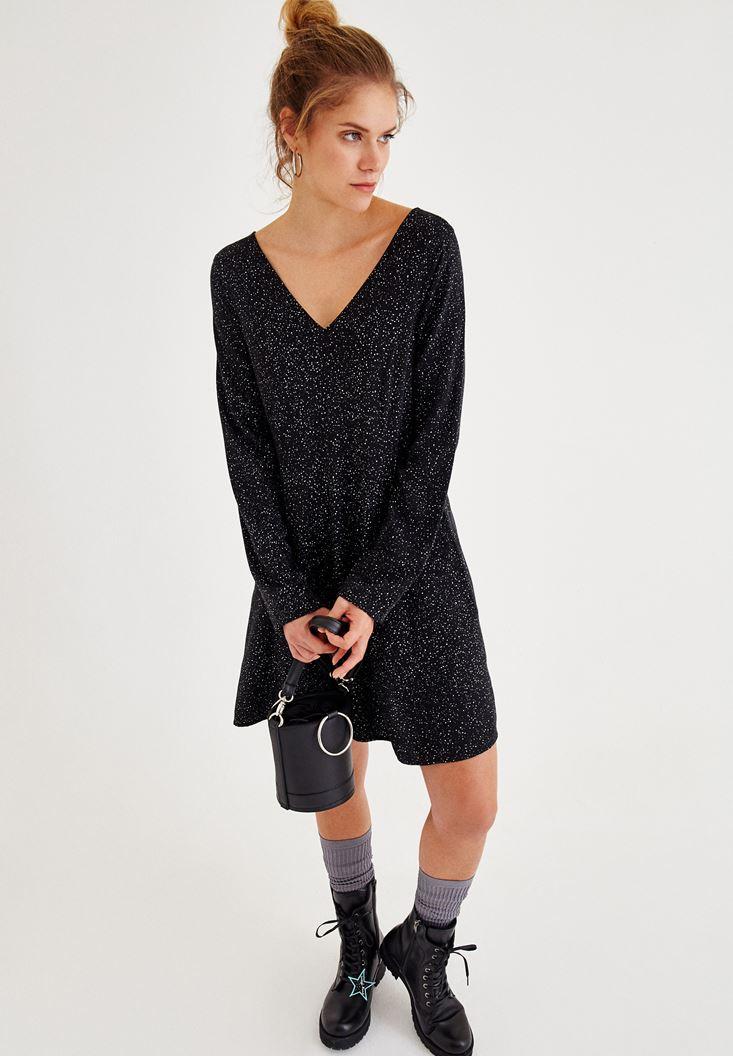 Siyah V Yaka Sırt Detaylı Elbise