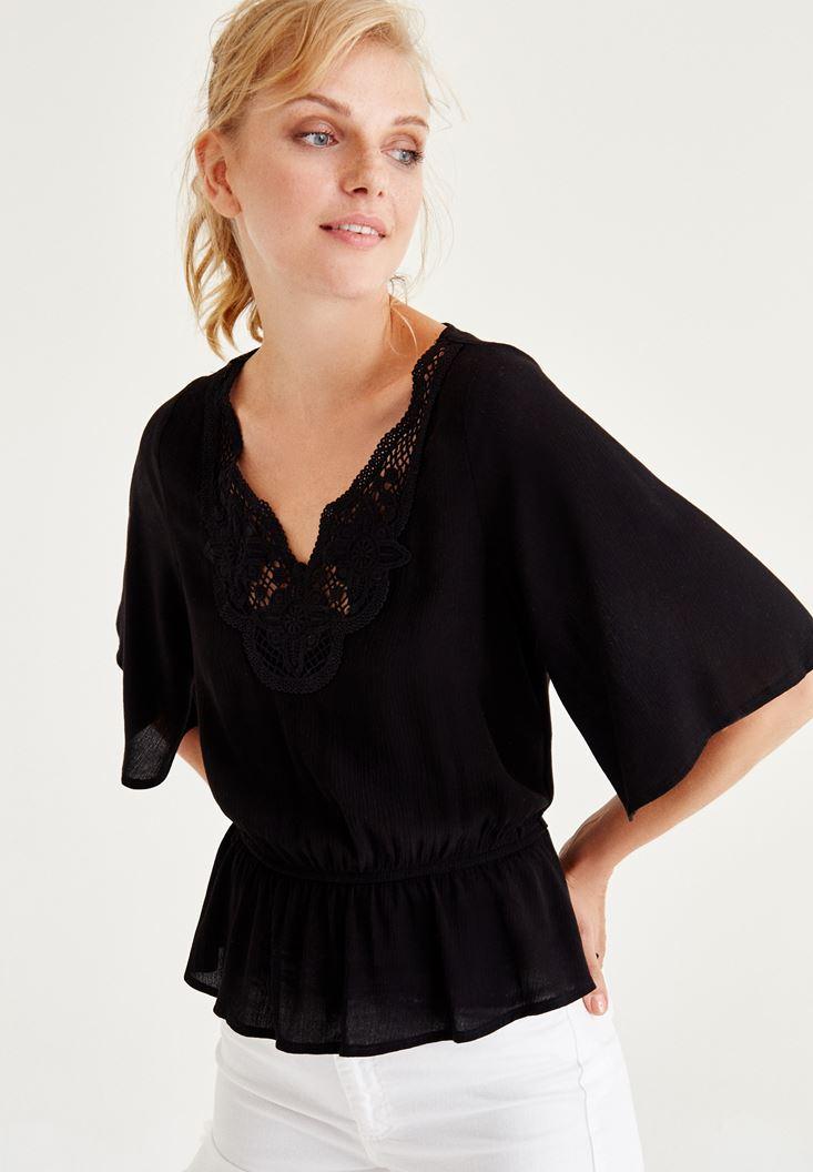 Siyah Nakışlı Beli Lastikli Bluz