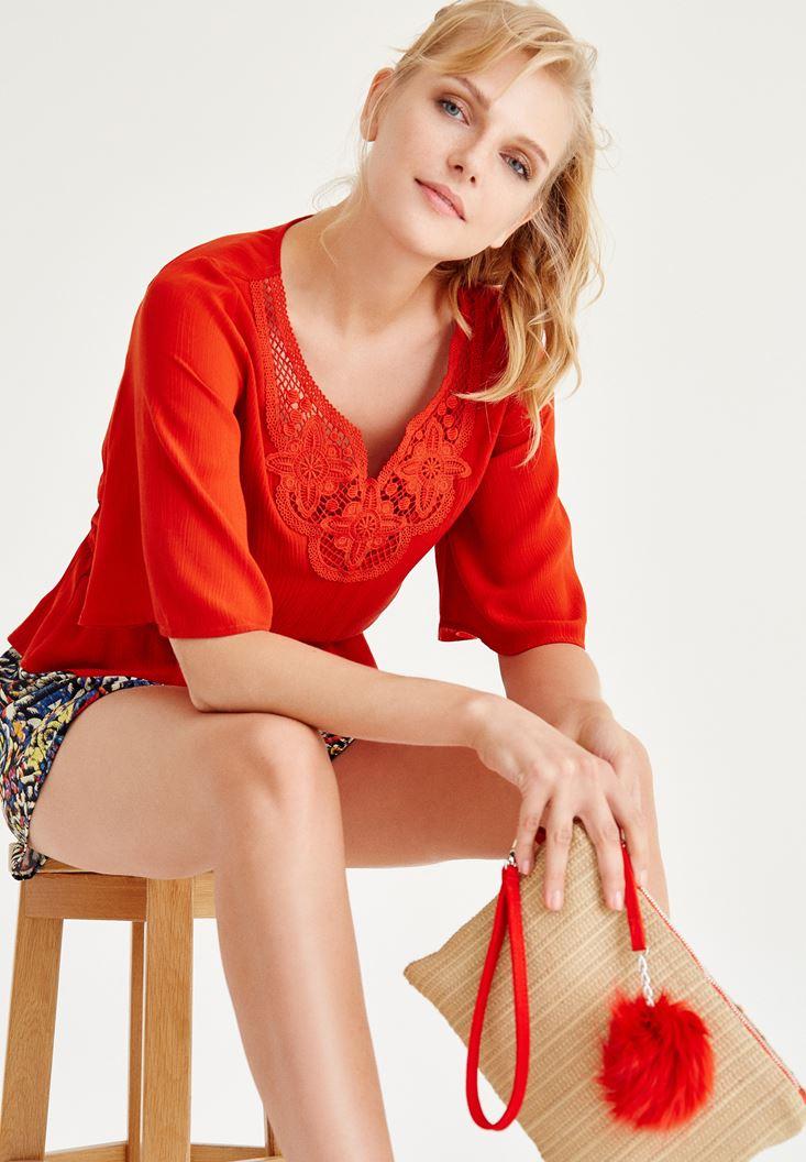 Kırmızı Nakışlı Beli Lastikli Bluz