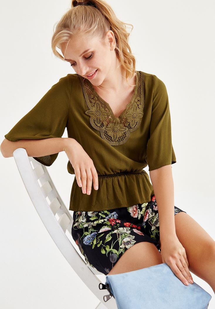Yeşil Nakışlı Beli Lastikli Bluz