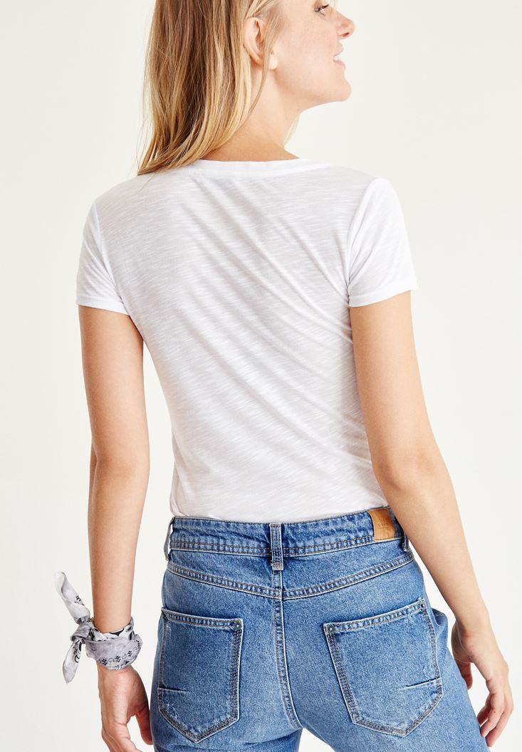 Bayan Beyaz V Yaka Yarım Kollu Tişört