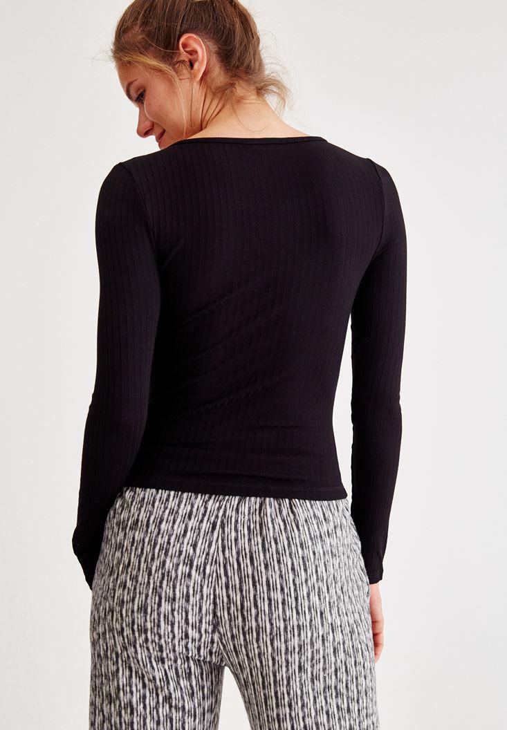 Bayan Siyah Yaka Detaylı Uzun Kollu Tişört