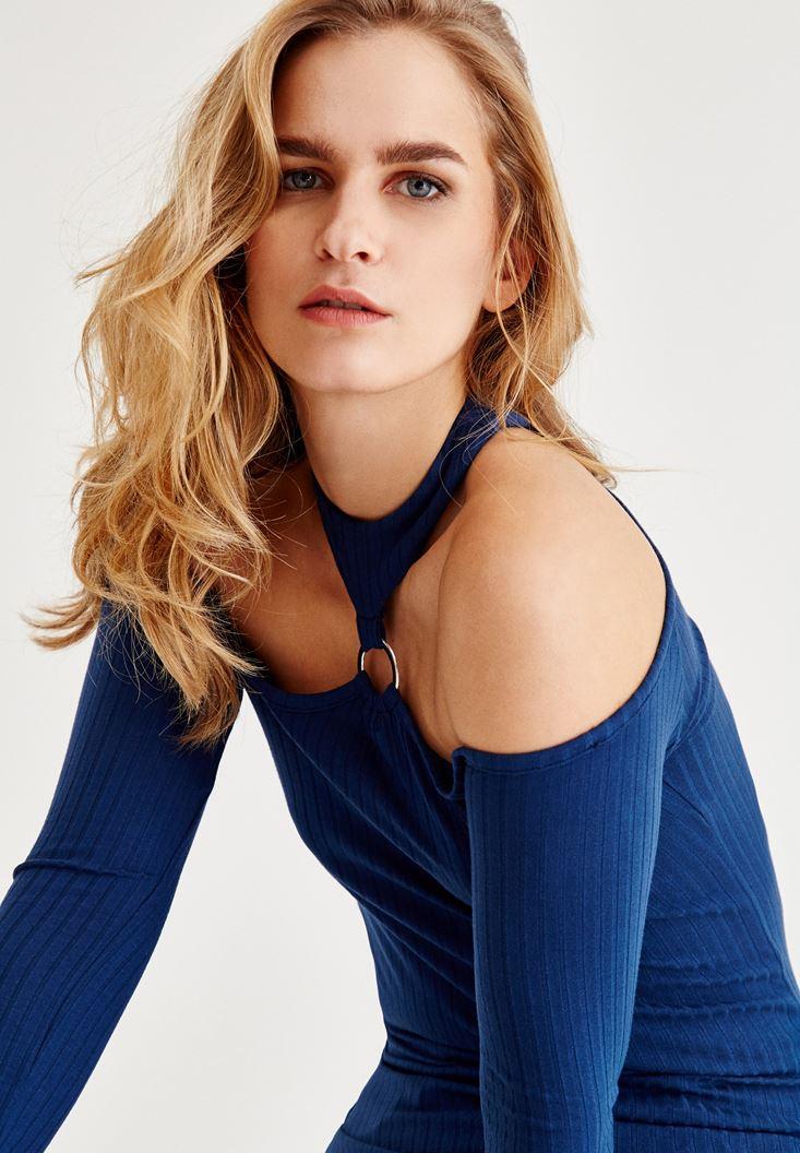 Mavi Omuz Dekolteli Halka Detaylı Bluz