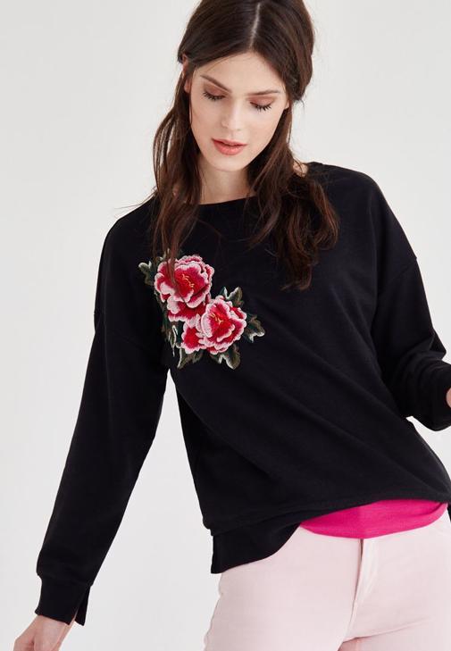 Siyah Çiçek Nakışlı Bisiklet Yaka Sweatshirt