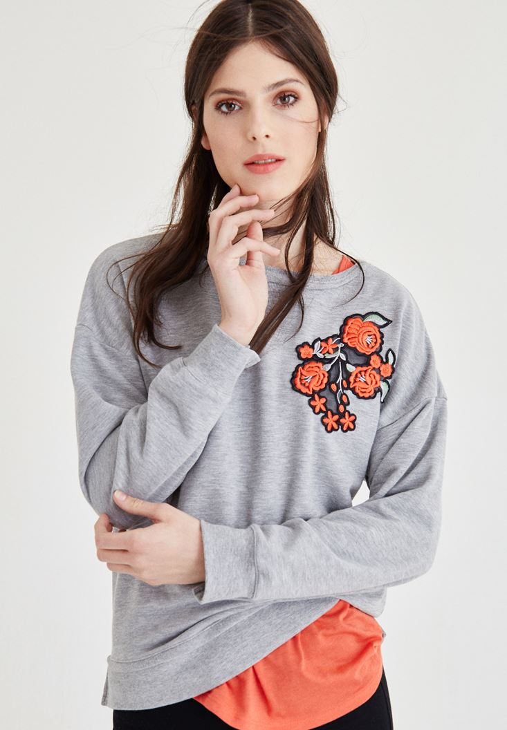Gri Nakış Detaylı Sweatshirt
