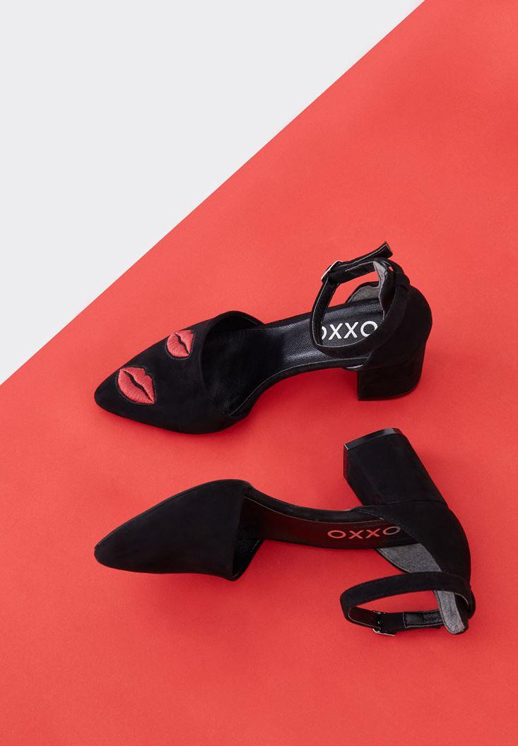 Siyah Öpücük Detaylı Ayakkabı