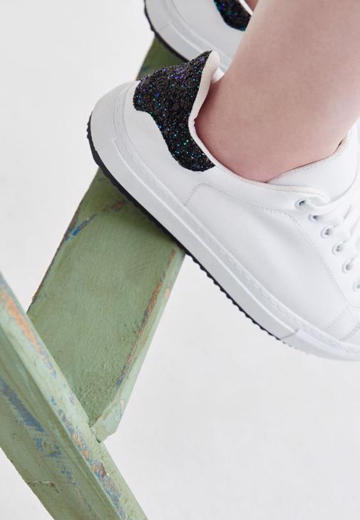 Çok Renkli Bağcıklı Beyaz Spor Ayakkabı