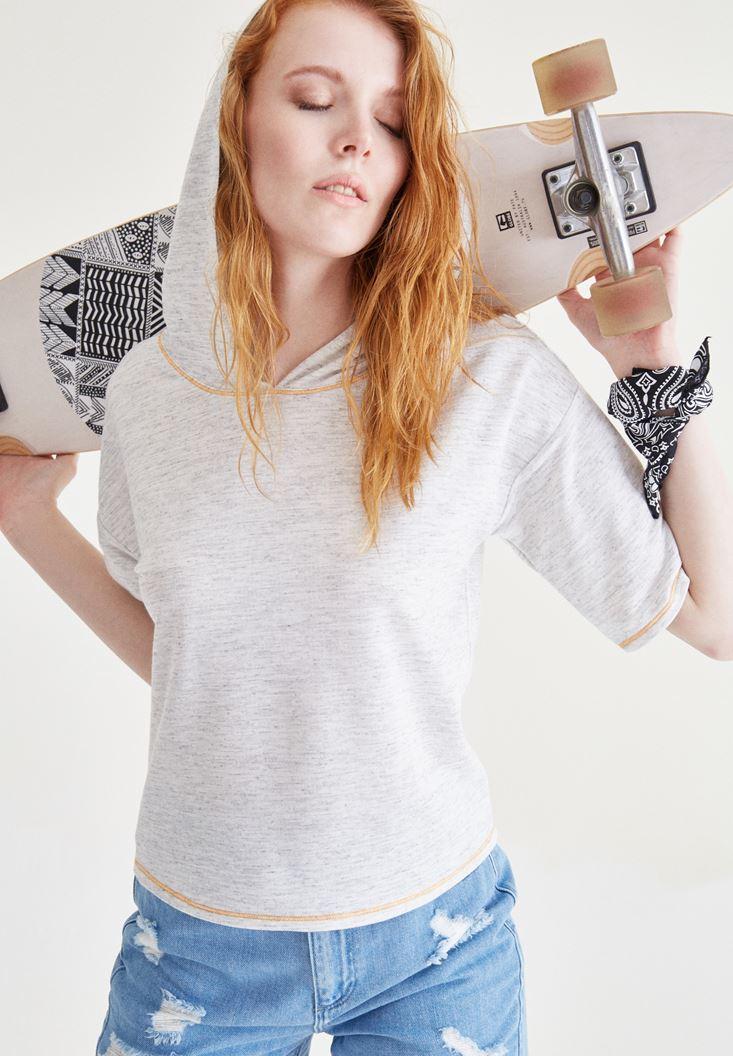 Beyaz Kapüşonlu Tişört