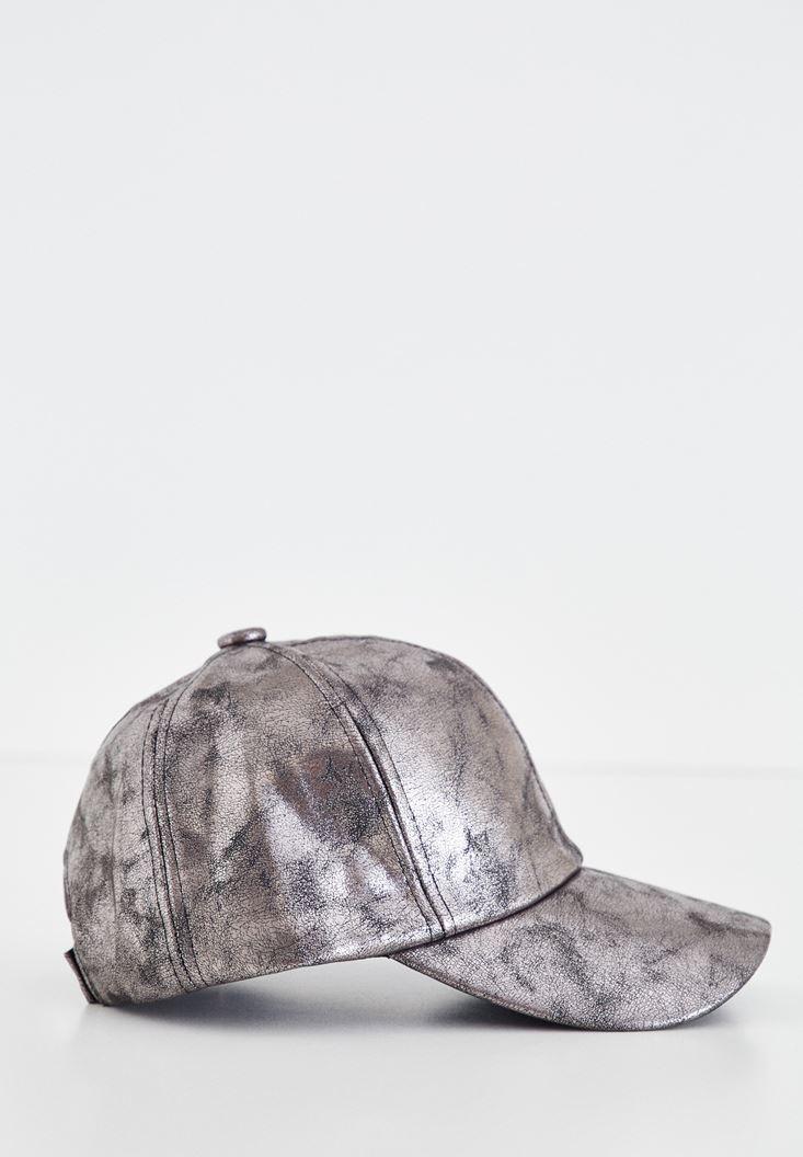 Gri Parlak Görünümlü Şapka