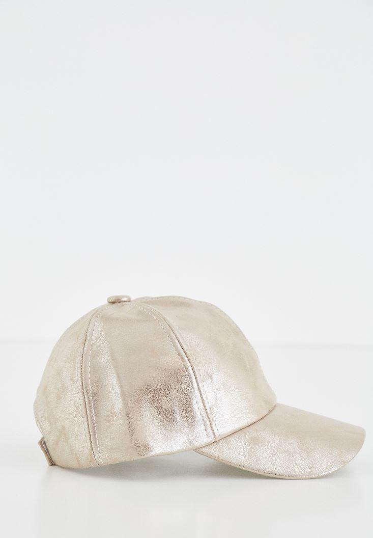 Altın Parlak Görünümlü Şapka