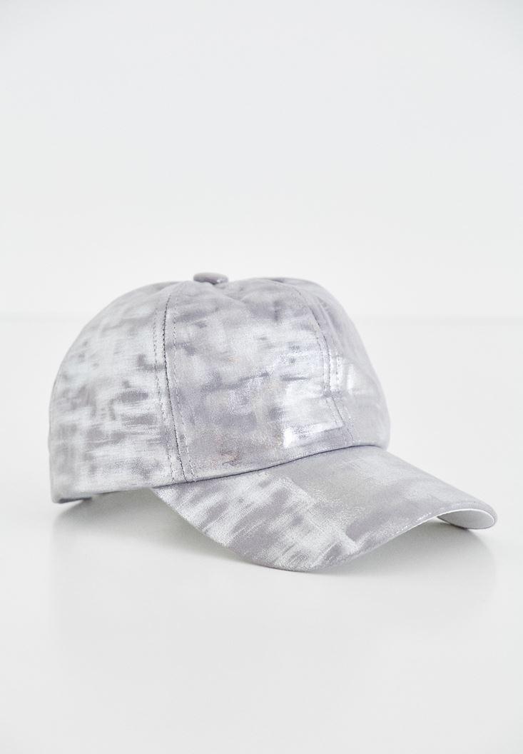 Gri Metalik Baskılı Şapka