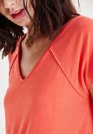 Bayan Kırmızı V Yaka Tişört
