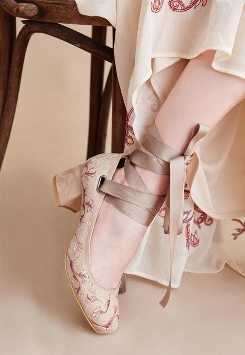 Kahverengi Nakışlı Topuklu Ayakkabı