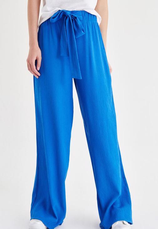 Mavi Beli Kuşak Detaylı Bol Pantolon