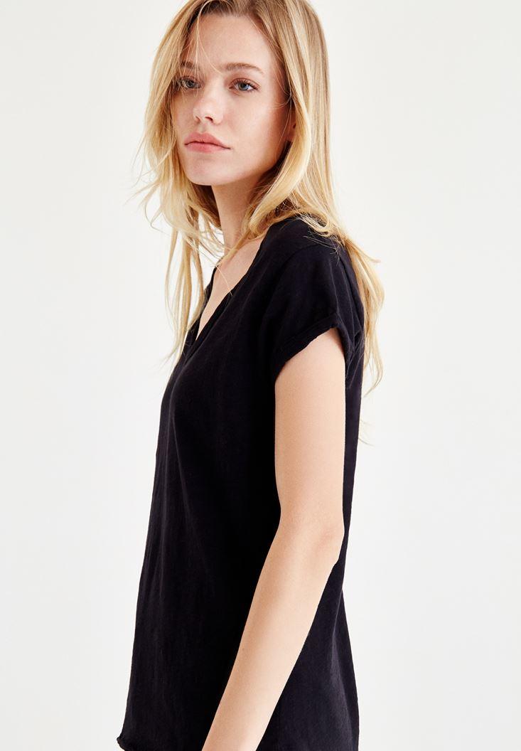 Bayan Siyah Yaka Detaylı Tişört