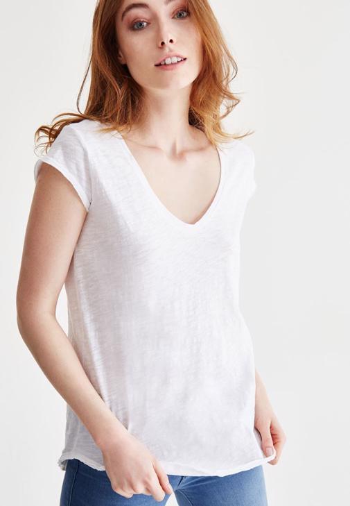 Beyaz V Yaka Pamuklu Tişört