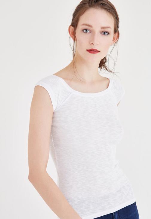 Beyaz Bot Yaka Tişört