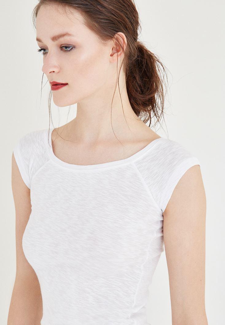 Bayan Beyaz Bot Yaka Tişört