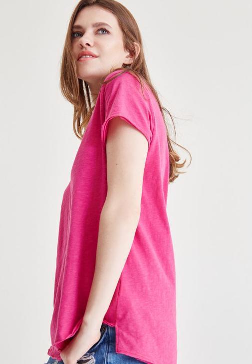 Pembe V Yaka Tişört