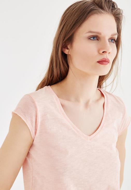 Pembe V Yaka Basic Tişört