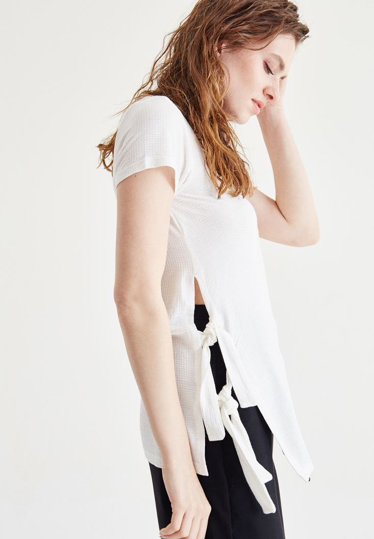Cream T-Shirt With Side Detailed