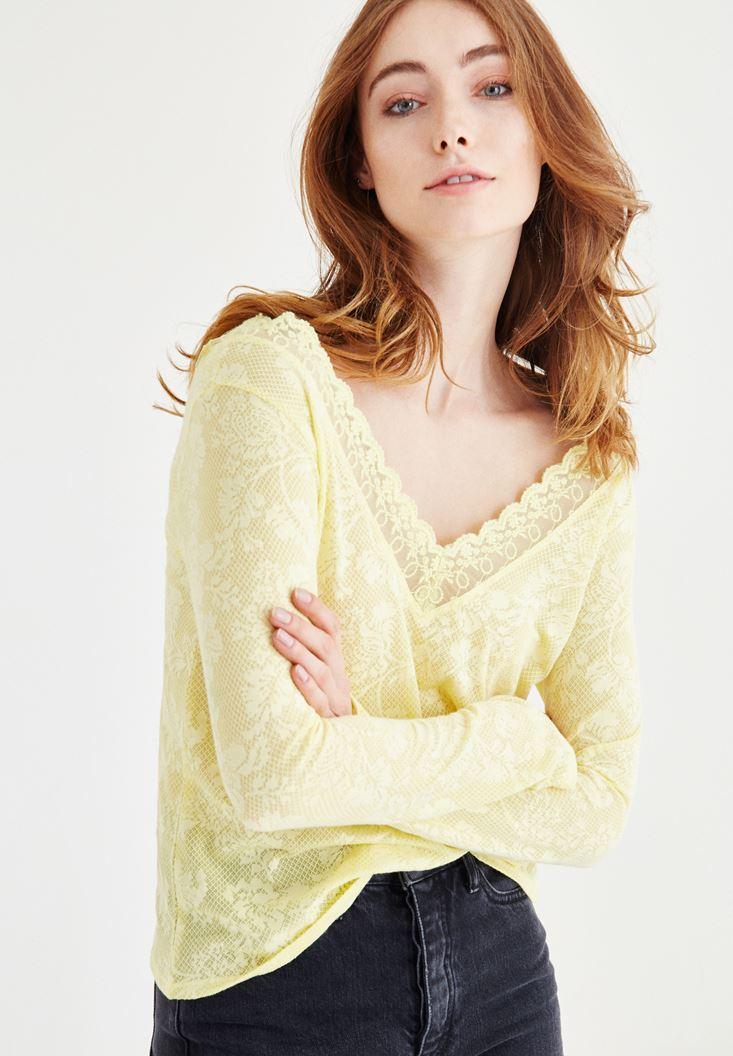 Sarı Dantel Detaylı Desenli V Yaka Bluz