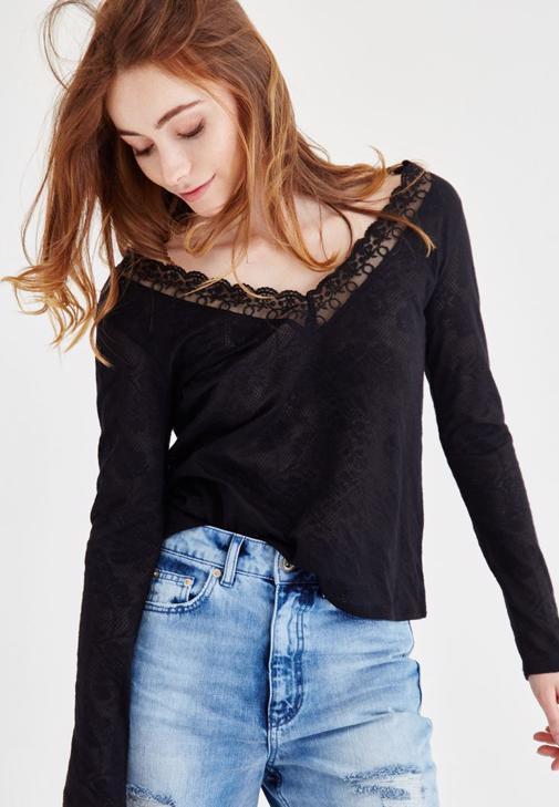 Siyah Dantel Detaylı Desenli V Yaka Bluz