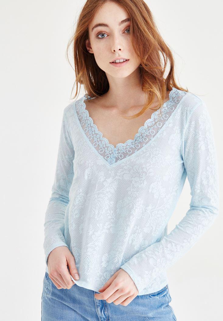 Mavi Dantel Detaylı Desenli V Yaka Bluz