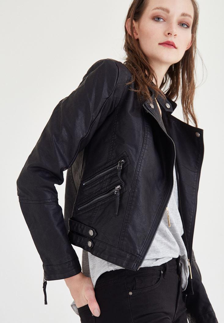Siyah Deri Görünümlü Ceket