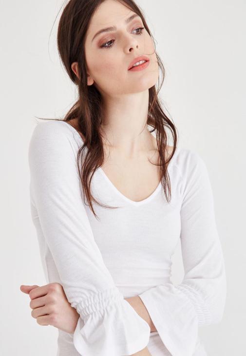 Beyaz Geniş Yaka Kol Detaylı Tişört