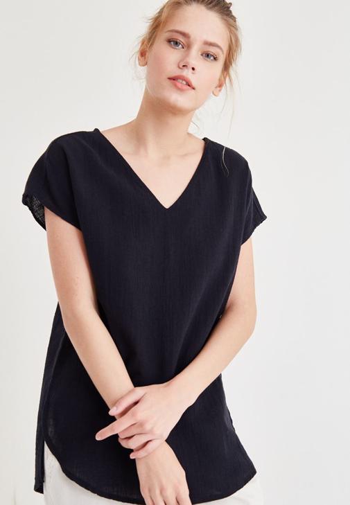 Siyah Sırt Detaylı Bluz