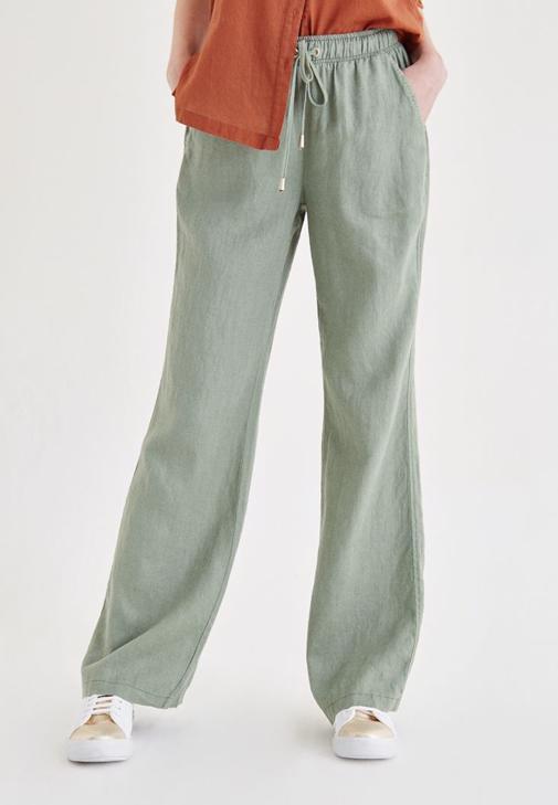 Yeşil Bağcık Detaylı Pantolon