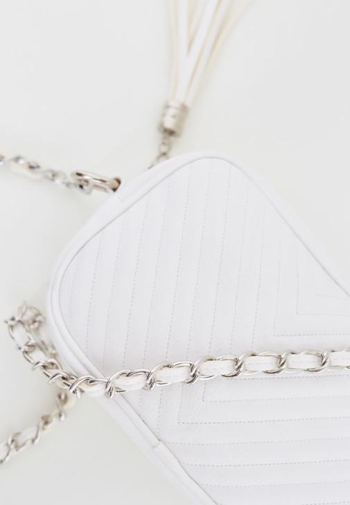 Beyaz Püskül Detaylı Askılı Çanta