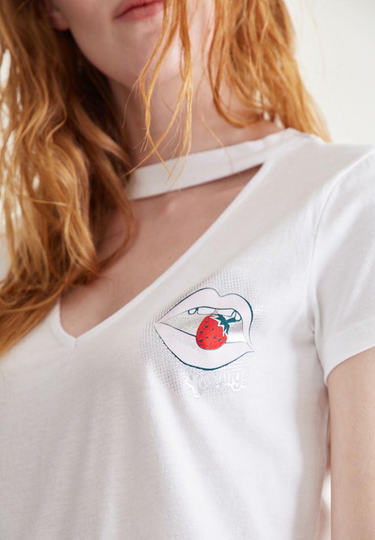 Bayan Beyaz Boyun Detaylı Baskılı Tişört
