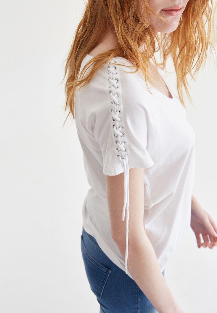 Beyaz Omuzları İp Detaylı Tişört