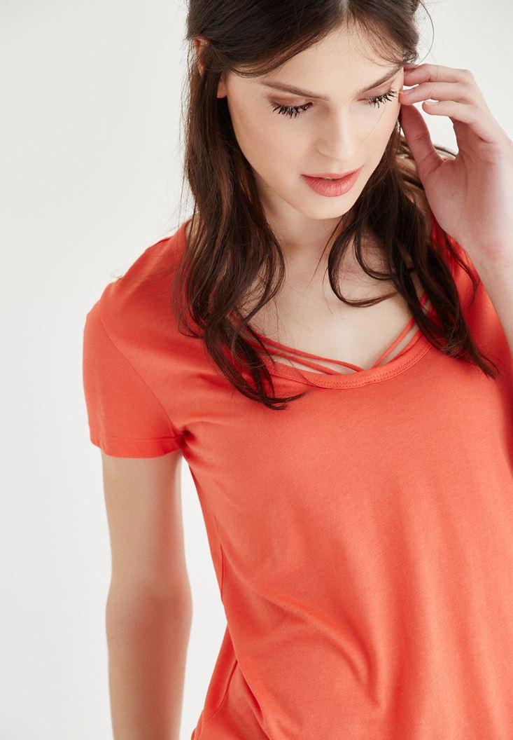 Turuncu Biye Detaylı Tişört