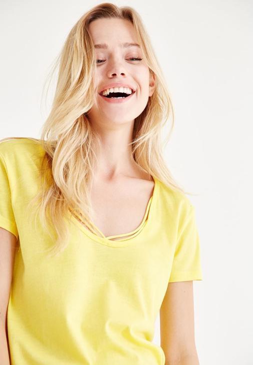 Sarı Biye Detaylı Tişört