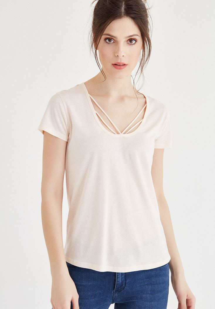 Krem Biye Detaylı Tişört