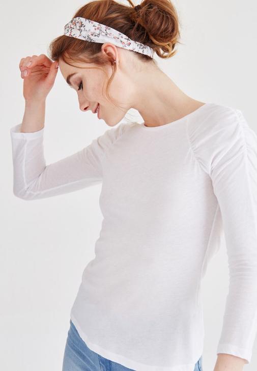 Beyaz Kolları Büzgülü Bluz